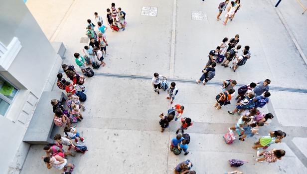 Imagen de un grupo de almunos en un colegio de Valencia