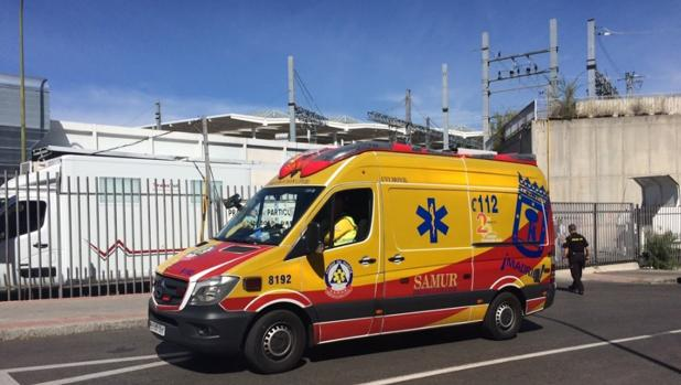 Sanitarios del Samur Protección Civil han asistido en el lugar a la accidentada