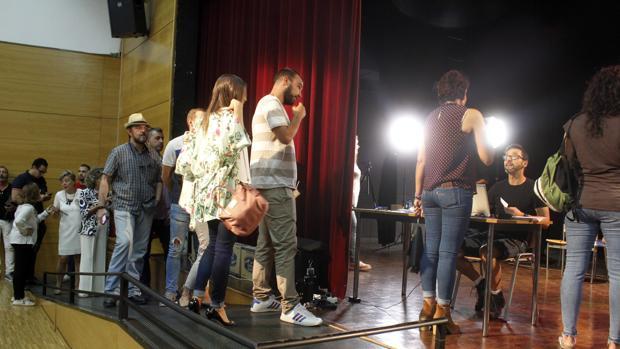 Aspirantes a participar como extras en «Tiempo después», próxima película de José Luis Cuerda
