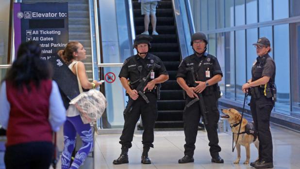 Control de seguridad en el aeropuerto Logan de Boston