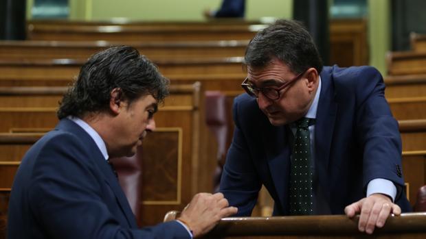 Jorge Moragas y Aitor Esteban, en el Congreso de los Diputados
