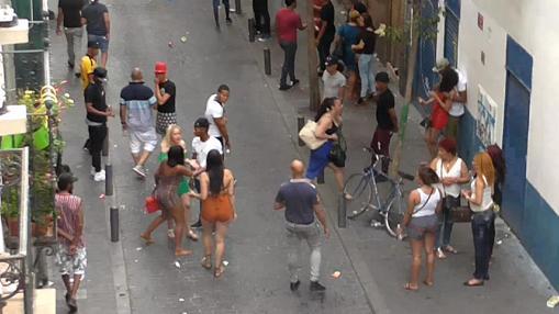 Los «afters ilegales» convierte la calle de Topete en un hervidero