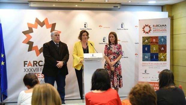 Roberto Perea, Patricia Franco y Ana Isabel Samper durante la presentación de Farcama