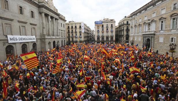 La Cataluña silenciada se rebela ante el 1-O en Barcelona