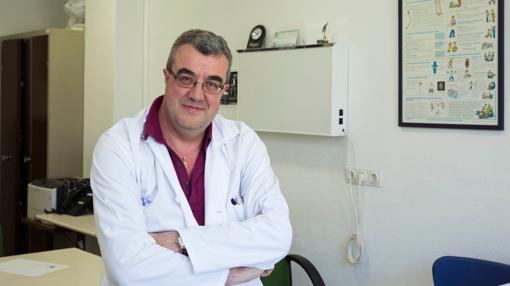 El jefe de la Unidad de Cefaleas del Hospital Clínico Universitario de Valladolid, Ángel Luis Guerrero