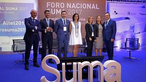 Ponentes del XV Foro Nacional Suma, con el director de la entidad y el diputado de Hacienda