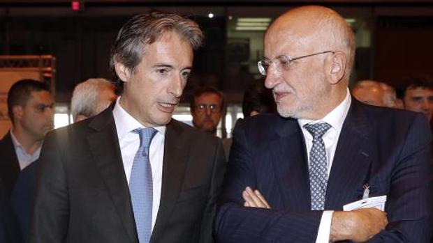 Juan Roig, con el ministro Íñigo de la Serna, este martes en Madrid en el acto por el Corredor Mediterráneo