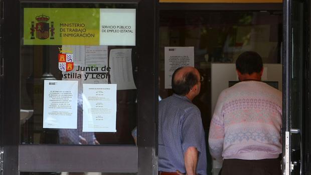 El fin de la campa a de verano destruye empleos en for Oficina empleo canarias