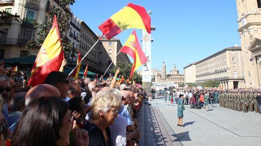 Los asistentes portaron abundantes banderas de España y lanzaron gritos de apoyo a la Guardia Civil