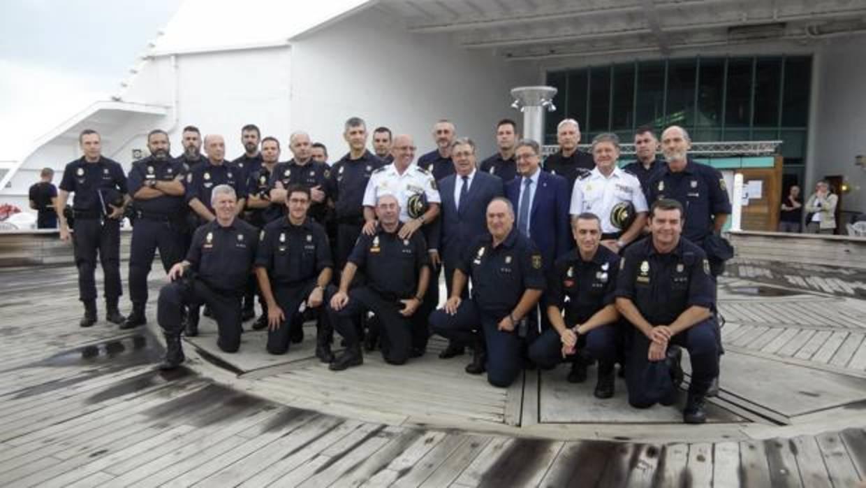 Interior retirar las medallas de la polic a nacional y la for Ministerio de interior policia nacional