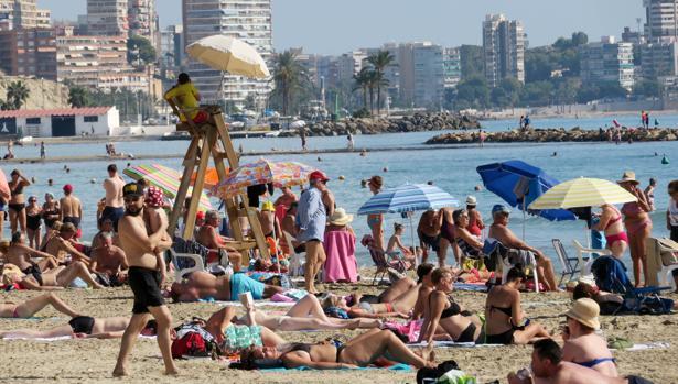 Imagen tomada este lunes en la playa de el Postiguet de Alicante