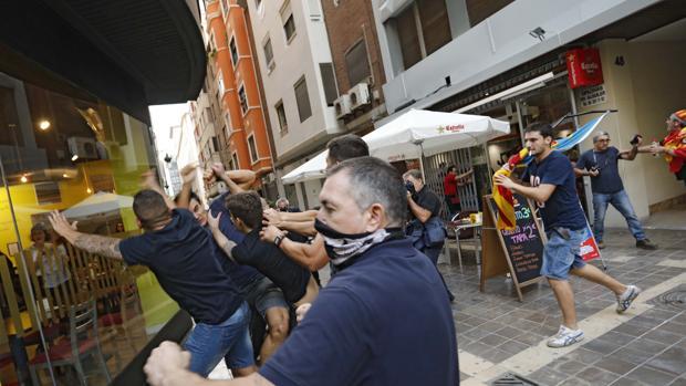 Hemeroteca: Grupos ultras provocan altercados en un acto nacionalista en Valencia | Autor del artículo: Finanzas.com