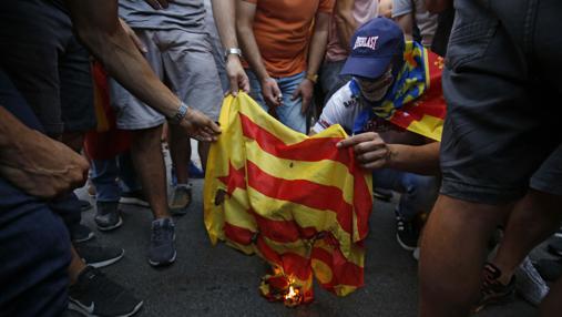 Unos ultras queman una estelada