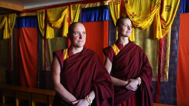 Tenzing Ngeyung y Tenzing Palmo, las dos monjas budistas gallegas, posan para ABC