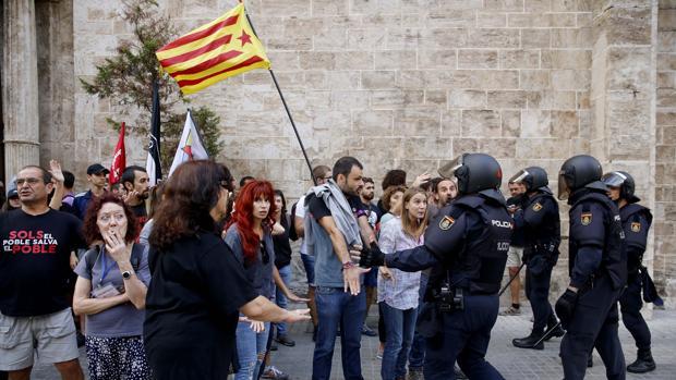 Hemeroteca: El Gobierno dice que la manifestación ultraderechista no estaba autorizada   Autor del artículo: Finanzas.com