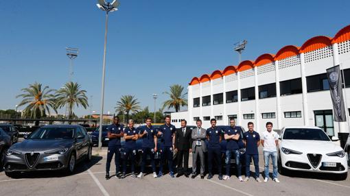 Johnny Hallyday Alfa Romeo >> Alfa Romeo, los coches que lucen esta temporada los jugadores del Valencia CF