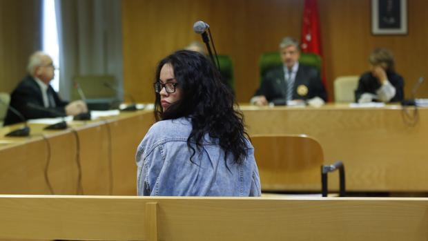 Hemeroteca: Una activista de Femen acepta cárcel por atentar contra Fernández Díaz | Autor del artículo: Finanzas.com