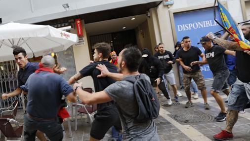Imagen de los altercados provocados por ultras de extrema derecha en Valencia