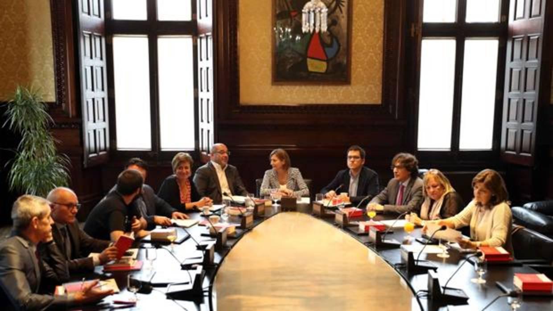 La mesa del parlament toma nota de los resultados del 1 for Mesa parlament