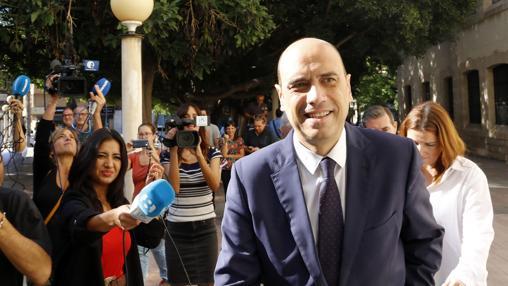 Imagen del alcalde Echávarri a su llegada a los juzgados