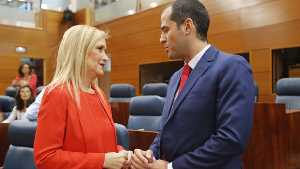 Cristina Cifuentes, junto a Ignacio Aguado, en la Asamblea de Madrid