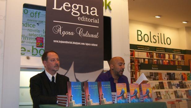 Imagen de la presentación de un libro de Legua Editorial