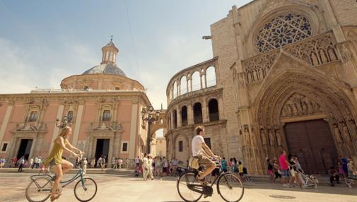 Imagen de la plaza de la Virgen de los Desamparados