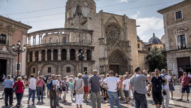 Imagen de un grupo de turistas tomada en el centro de Valencia