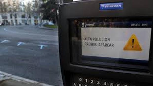 Parquímetro en el centro de la capital que prohíbe el aparcamiento