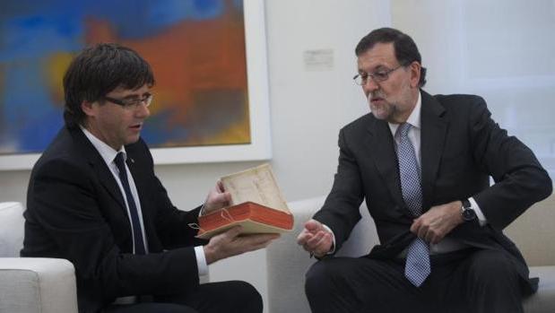 Rajoy Puigdemont, durante la reunión que mantuvieron el 20 de abril de 2016