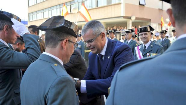 Santiago Villanueva presidió ayer en La Coruña los actos en honor de la patrona de la Guardia Civil