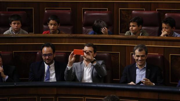 Toni Cantó y Albert Rivera, en el Congreso de los Diputados en una actividad con escolares