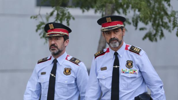 A la derecha, el mayor de los Mossos, Josep Lluís Trapero