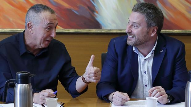 Soro (CHA) y Baldoví (Compromìs), durante el encuentro que han mantenido en Zaragoza