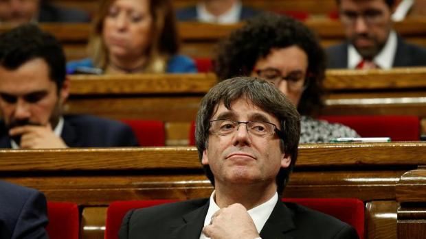 Carles Puigdem,ont la pasada semana en el Parlament de Cataluña