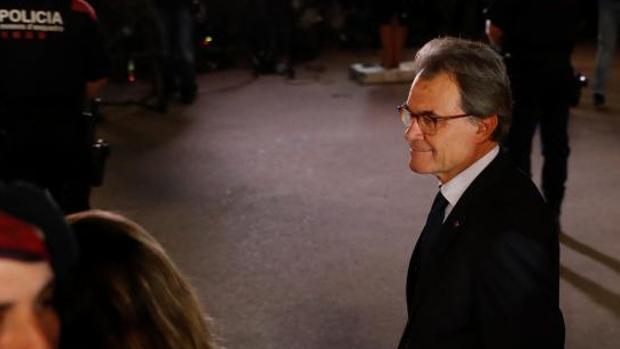Artur Mas tras escuchar la confusa declaración de independencia de Puigdemont