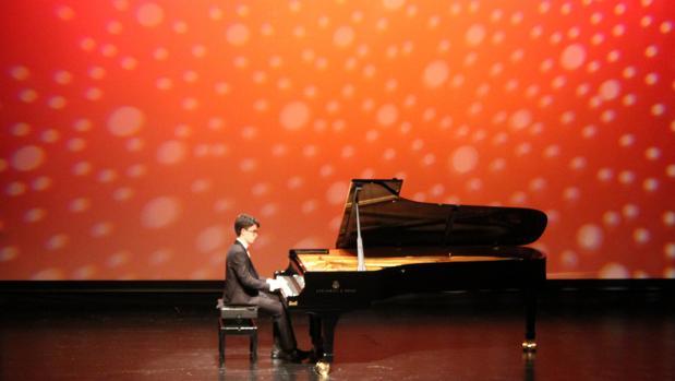 Un momento del recital de Carlos Santo