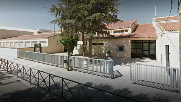 Imagen del colegio de Tarancón (Cuenca) que ha sido desalojado
