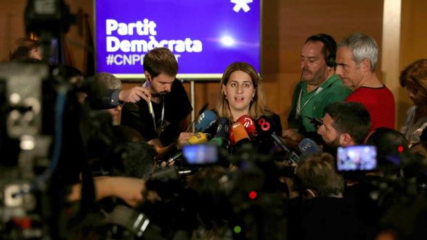 Puigdemont consigue el aval del PDECat para «levantar la suspensión» de la declaración de independencia