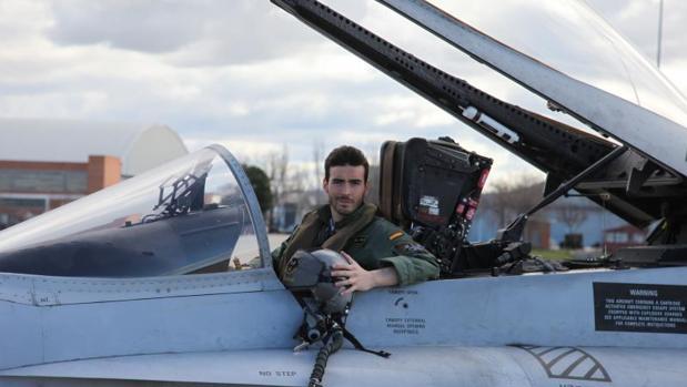 El piloto fallecido en el accidente, en una imagen facilitada por Defensa
