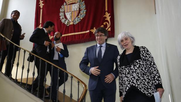 Un juzgado de Barcelona obliga a Badalona a devolver la imagen del Rey al Salón de Plenos
