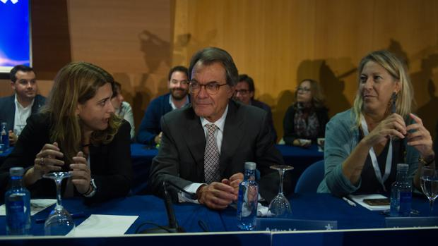 Marta Pascal, Artur Mas y Neus Munté, en el consejo nacional extraordinario del PdeCAT