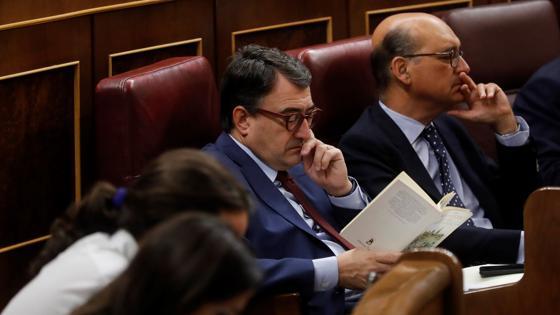 El portavoz del PNV, Aitor Esteban, durante la sesión de control al Ejecutivo hoy en el Congreso,