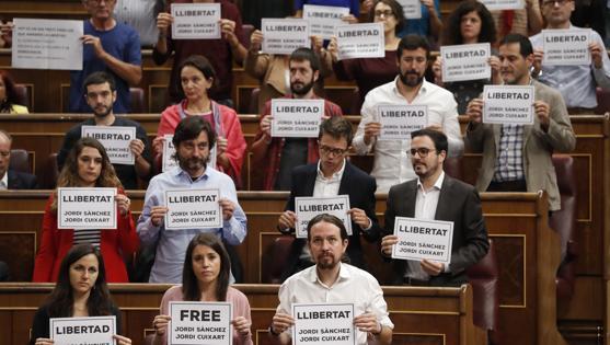 Bronca de Pastor a Podemos y PDeCAT en el Congreso