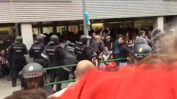 La Audiencia Nacional ordena identificar a los mossos que participaron en el dispositivo del 1-O