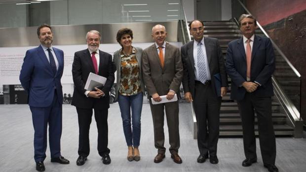 De izquierda a derecha: Rubido, Mayor Oreja, San Gil , Rossell, Vidal-Quadras y Gómez Pineda