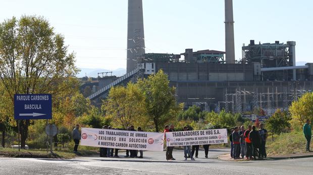 Protesta de mineros a las puertas de la central de Compostilla, en una imagen de archivo