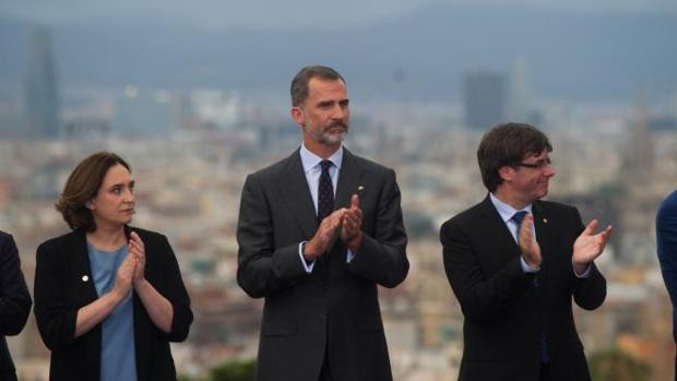 Colau, el Rey y Puigdemont, el pasado julio en el homenaje a los Juegos Olímpicos de Barcelona