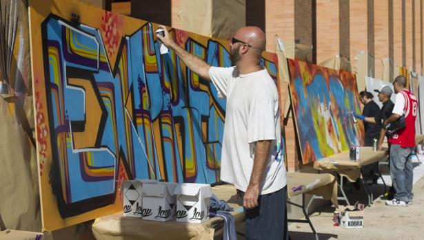 Batallas de rap, bailes y grafitis invaden la Complutense
