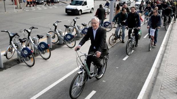 Imagen de Joan Ribó tomada el pasado mes de marzo por uno de los carriles bici de Valencia